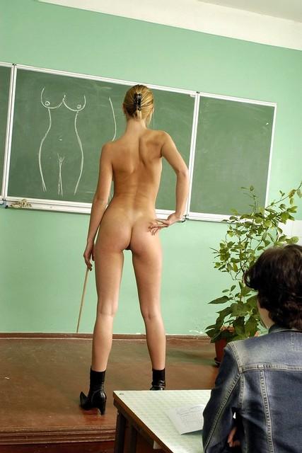 Голые в классе фото